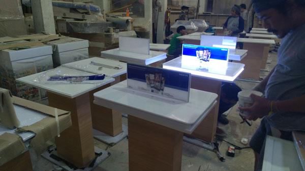 โต๊ะวางโชว์สินค้า Nokia