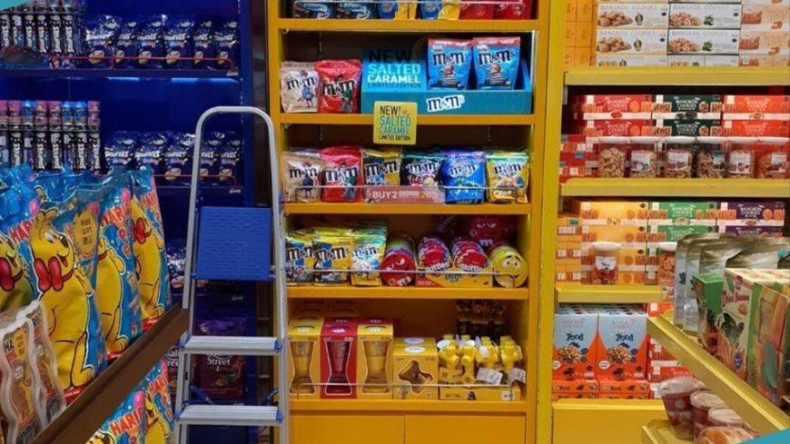 m&m Display Shelf